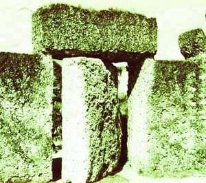 謎めいた脅威の1つとされる岩門。9トンの一枚岩でできた回転扉は完璧に重心が安定しており、指で押すだけで簡単に開いた。
