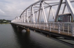 現在の新保橋。立派になりました。