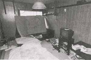 2番目に亡くなったBの部屋。 この部屋でシンナー漬けになって死んでいたという。テレビの前のメガドライブが時代を感じさせる。 FOCUS