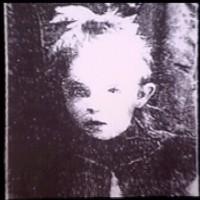 作中でアニー・アーロンバーグという名を与えられたエルシー・パルーベックの写真。ダーガーは彼女の写真を紛失したことで、精神的に荒れた時期があった。Wikipedia-Henry Darger