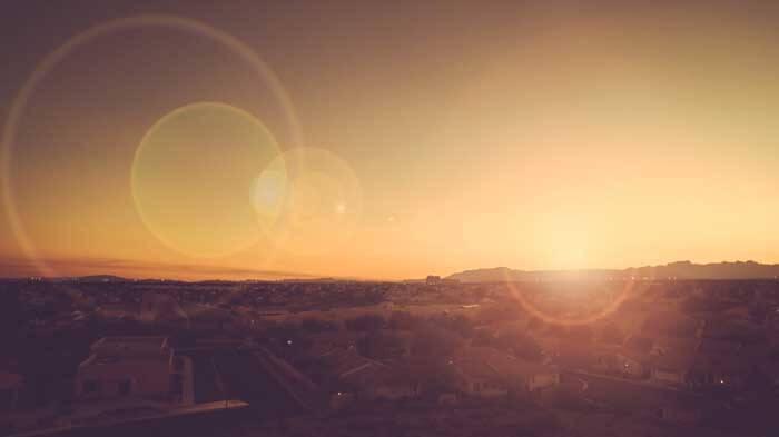 参考:レンズゴースト。 レンズゴーストは写真を撮影する際、光源がレンズに向けられた時に生じる現象。 pexels.com