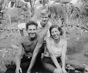 『バロネス With B』図 左にいるのが夫フィリップソンで背後にいるのが愛人のロレンツ。右にいるのが女帝バロネス。 画像出典:The Galapagos Affair: Satan Came to Eden