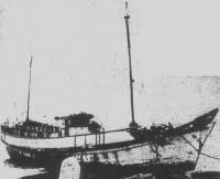シアトル港にて撮影された良栄丸。新聞が騒ぎ立てたため、港には連日見物客が山ほど訪れたという。 画像出典:シアトル・タイムズ 1927年11月1日