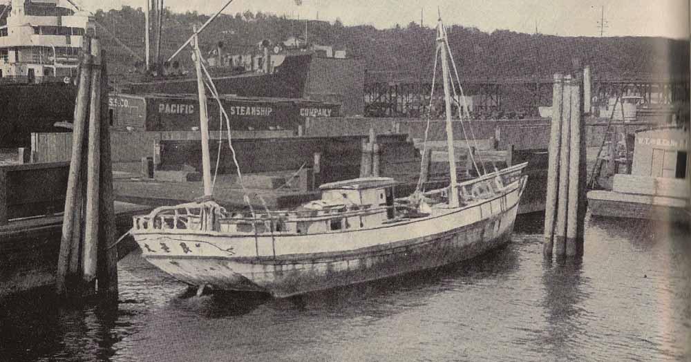 タウンセンド港まで曳航されてきた良栄丸。 画像出典:O. M Salisbury /saltwater people historical society